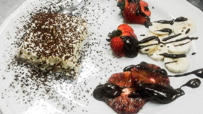 Tiramisuper e frutta al cioccolato - Ristorante Fichetto, Foligno