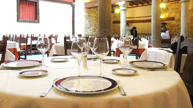 Detalle mesa - Las Cancelas, Ávila