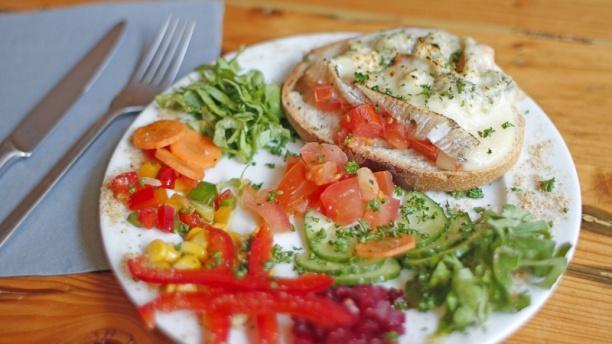 Concassé de tomates sur toast gratiné au gorgonzola - La Petite Table, Lille