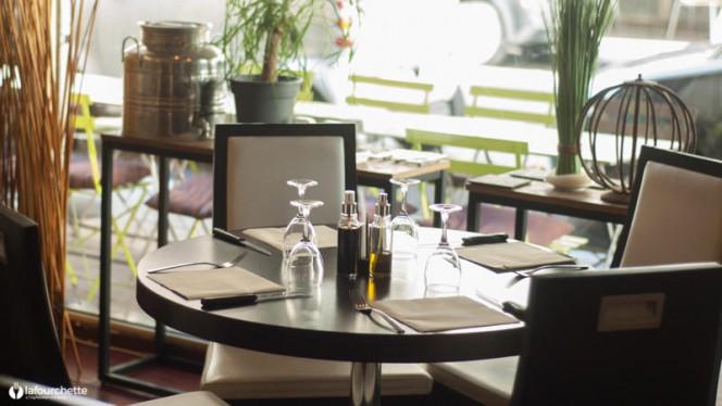 Table dressée - Café Bovo, Marseille