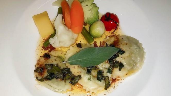 Ravioli met eendenlever, kalfstong en champignonsaus - Het Stuivertje, Amsterdam