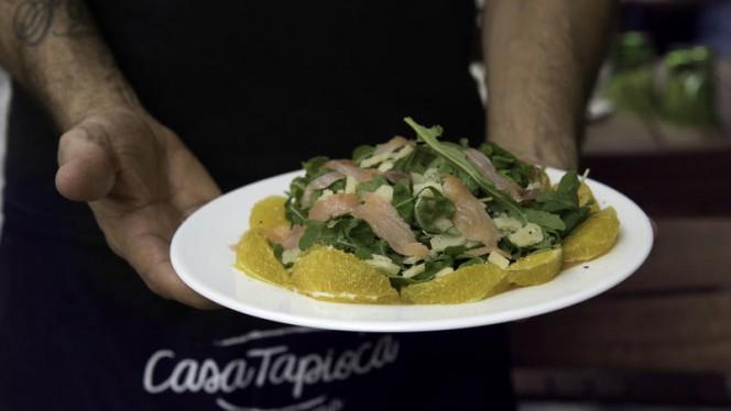La nostra insalata salmone e arancia - Casa Tapioca, Milan