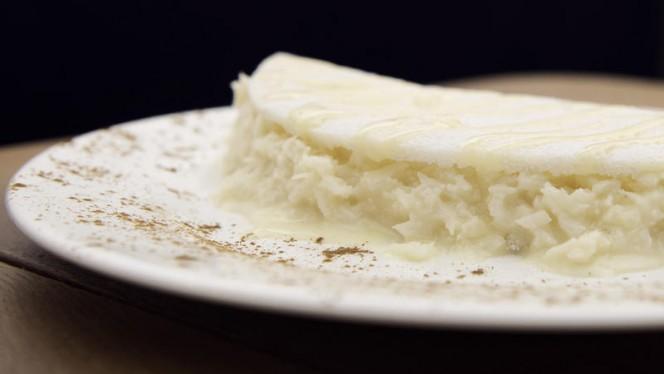 Tapioca dolce con cocco fresco grattuggiato e latte condensato - Casa Tapioca, Milano