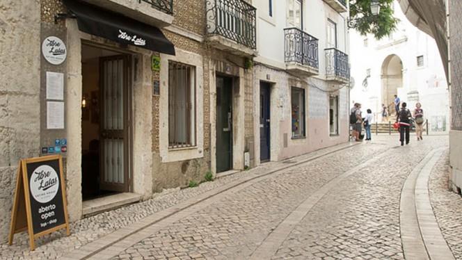 Rua do Regedor - Abre Latas, Lisboa
