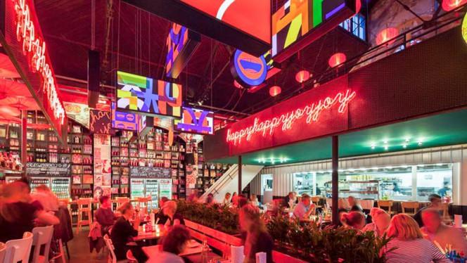 Het restaurant - HappyHappyJoyJoy South, Amsterdam