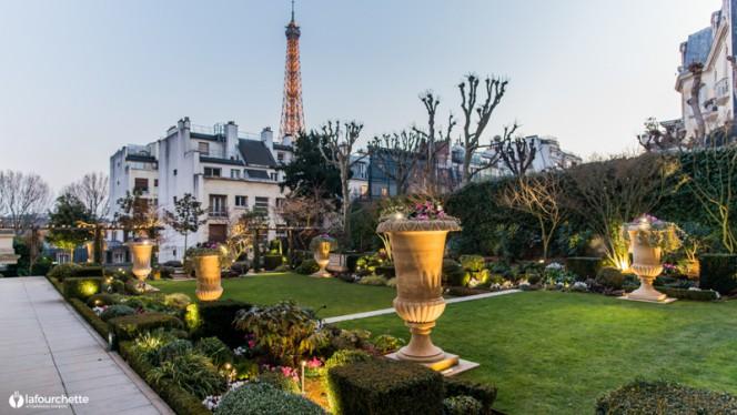Terrasse - L'Abeille - Shangri-La Hotel, Paris, Paris