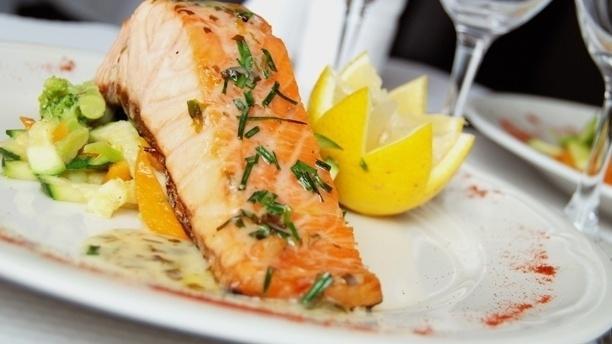 Pavé de saumon unilatéral aux herbes de Provence - La Tentation des Gourmets, Paris