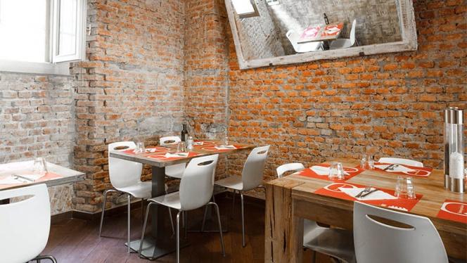 La sala - Osteria Qui Da Noi, Milan