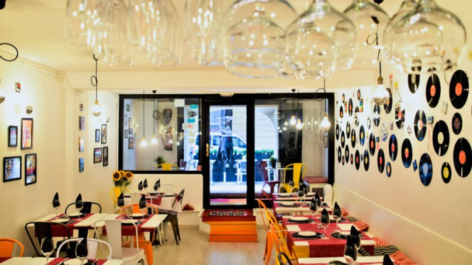 Vista de la sala - El 90 Restaurante Bar, Barcelona