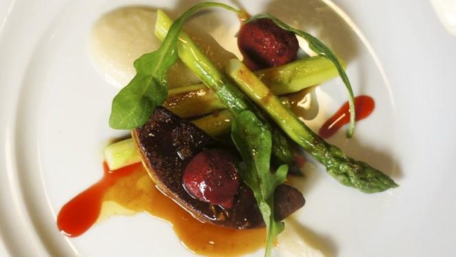 Foie gras poêlé,fraise et asperges vertes - Flair...Gourmandise & Connivence, Lyon