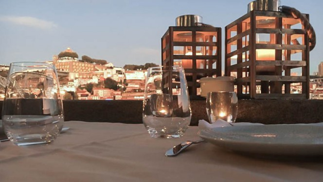 Detalhe da mesa - O Muro, Porto
