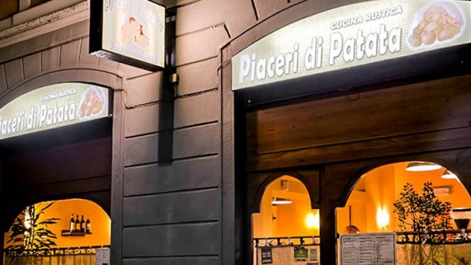 esterno - Piaceri di Patata, Milan
