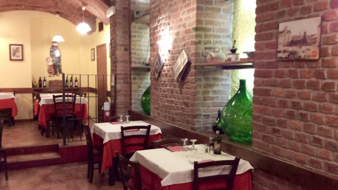 sala - Rosso mattone, Milan