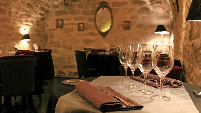 Le Petit Salon en sous-sol. - Le 23 Clauzel - Julie Rivière -, Paris