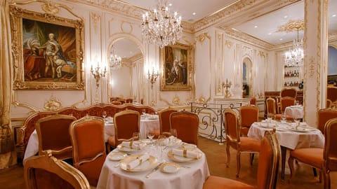 Le Bien Aimé, Paris