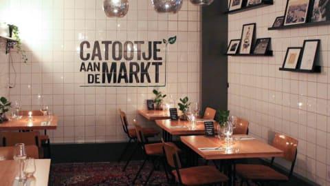 Catootje aan de Markt, Leiden