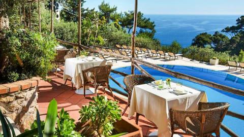 Al Chiaro di Luna     pool-side restaurant, Capri