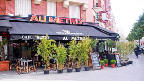 Au Métro, Paris
