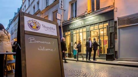 Shandika, Paris