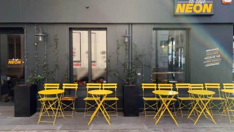 Le Café Neon, Paris