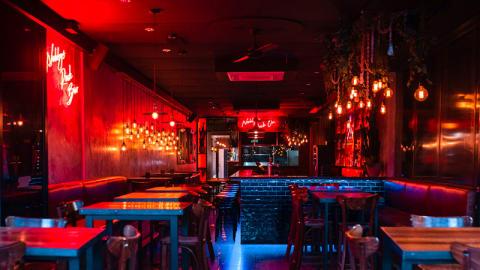 Nobbys Rock Bar & Grill, Mermaid Beach