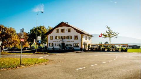 La Croix d'Or, Chézard-Saint-Martin