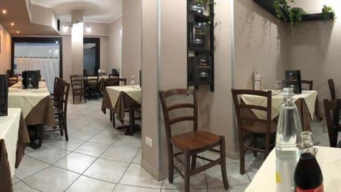 La Vecchia Napoli, Russi