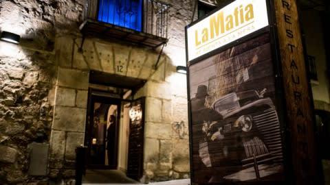 La Mafia se sienta a la mesa Merida, Merida