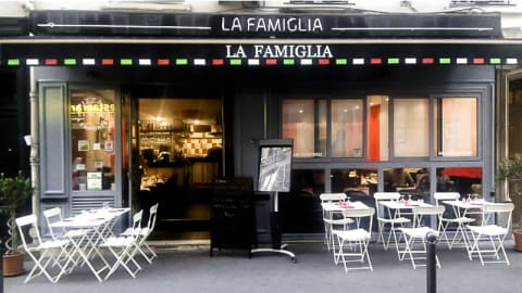 La Famiglia, Paris