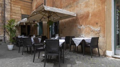 Maxela, Rome