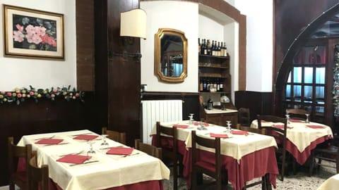 La scogliera, Milan