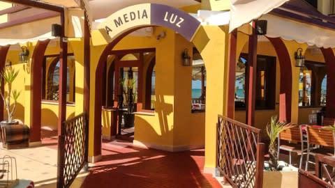 A Media Luz, Oropesa
