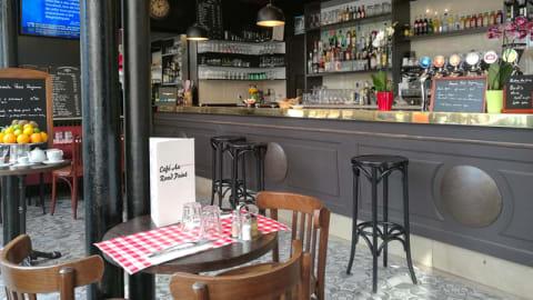 Cafe Au Rond Point, Paris