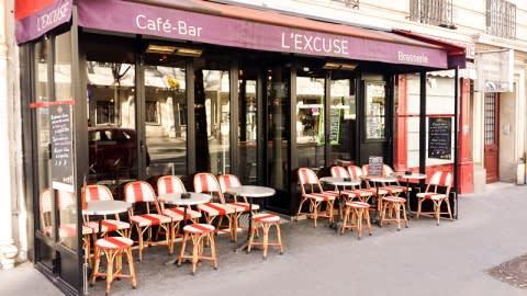 L'Excuse, Paris