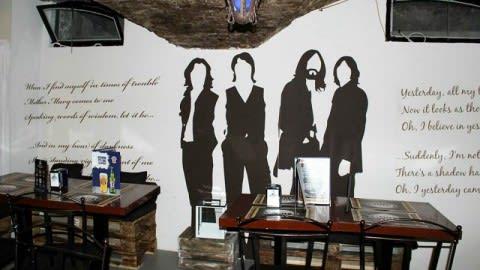 La Caverna Beatles, Bologna