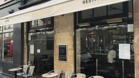 Garçon !, Paris
