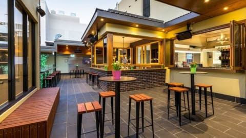 Crows Nest Hotel, Crows Nest