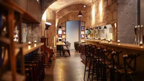 Login Bar, Bordeaux