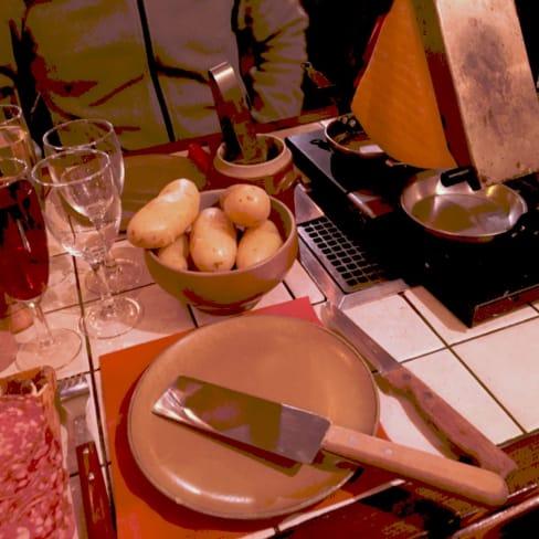 Le Chalet D Avron In Paris Restaurant Reviews Menu And Prices