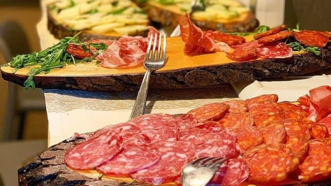 Tavoli Da Pranzo Strani.Bar Ristorante Pizzeria I No Strani A Sesto San Giovanni Menu