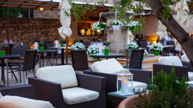 Le Cafe De La Fontaine In Joucas Restaurant Reviews Menu And